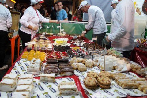 Barraca de doces na Festa da Achiropita