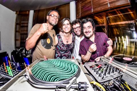 Israel do Vale, criador do Sambacana Groove, Denize Bacoccina e Clayton, criadores do projeto A Vida no Centro, e o DJ Theo Werneck. Foto: Dule Oliveira/Studio Vikings
