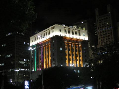 Edifício Matarazzo à noite: passeios noturnos permitem ver a cidade de um jeito diferente. Foto: Denize Bacoccina
