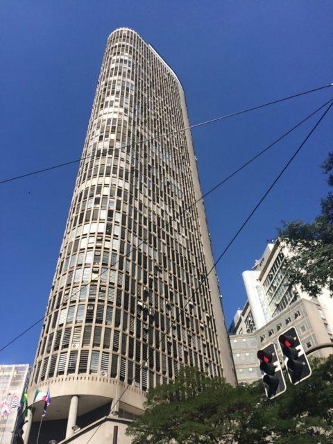 Edifício Itália, um dos destaques da arquitetura do centro de São Paulo, pode ser observado melhor num passeio a pé. Foto: Denize Bacoccina