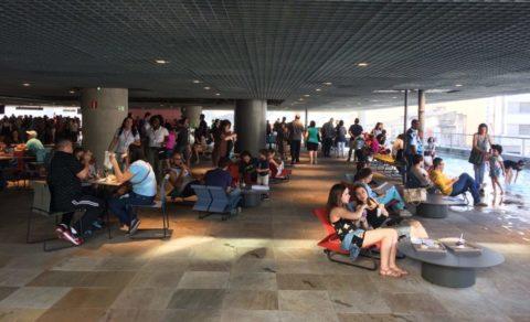 Público lota o Sesc 24 de Maio no segundo domingo de abertura. Foto: Denize Bacoccina