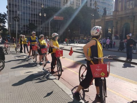 Passeio de bike em grupo dá mais segurança para quem não quer se aventurar sozinho por lugares que não conhece. Foto: Clayton Melo