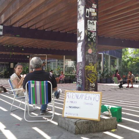 Clínica aberta de psicanálise atende gratuitamente na Praça Roosevelt aos sábados. Foto: Denize Bacoccina