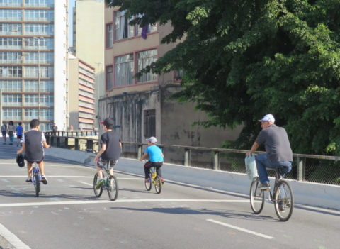 Bicicleta e domingo de sol: combinação perfeita. Foto: Denize Bacoccina
