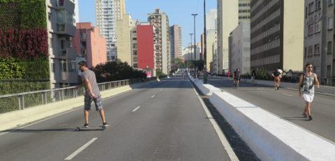 Skate no Minhocão. Foto: Denize Bacoccina
