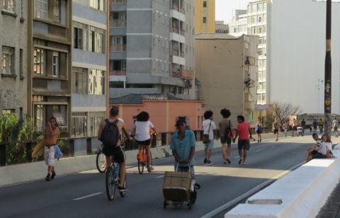 Caminhar com os amigos e tomar um sol. Foto: Denize Bacoccina