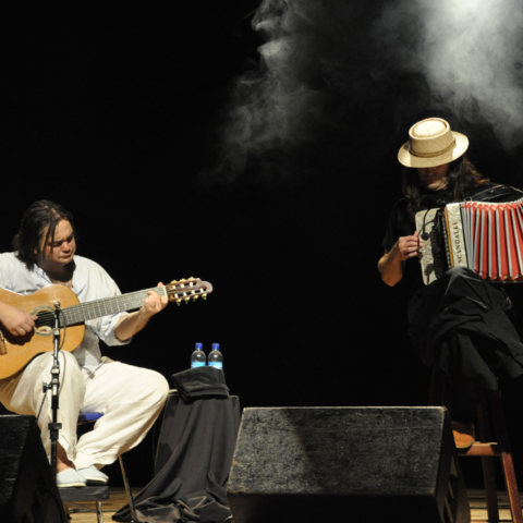 Yamandu Costa e Renato Borghetti fazem show no Sesc 24 de Maio