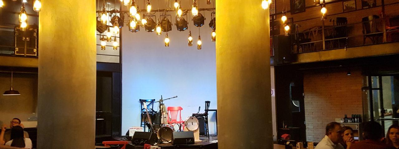 Palco do Bar Brahma onde ocorrerão os debates e os shows do Clube da Imprensa