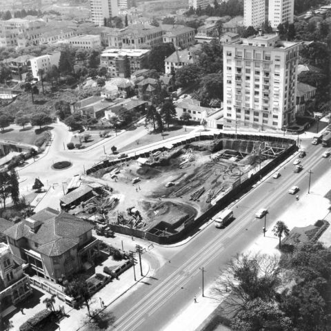 Construção do MASP, década de 1950. Foto: Luiz Hossaka – Arquivo da Biblioteca e Centro de Documentação do MASP.