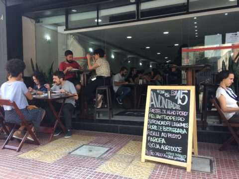 Pop Vegan: buffet no almoço e pizzaria à noite