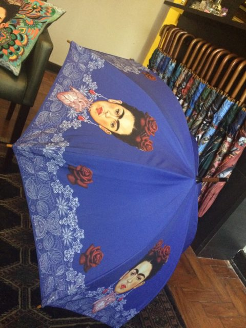 Guarda-chuva com estampa de Frida Kahlo