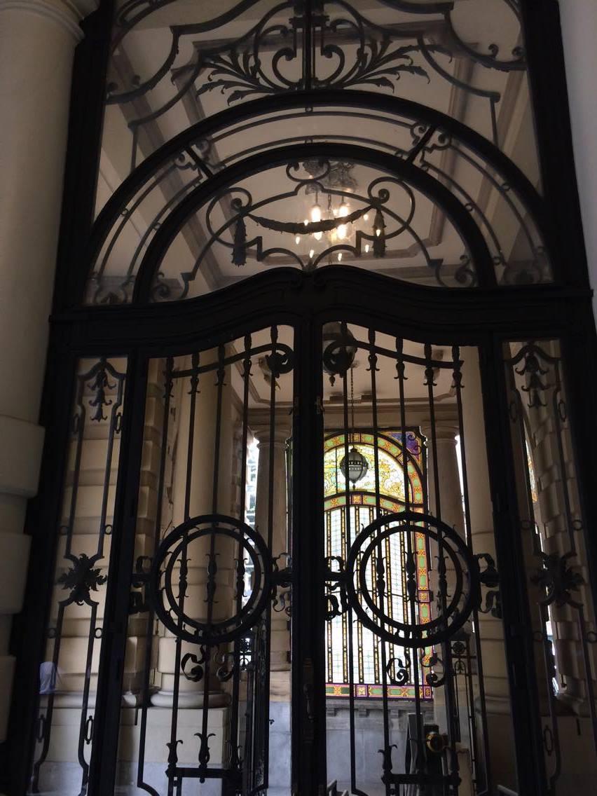 Vidros alemães e austríacos foram usados na construção do teatro, símbolo da riqueza do café
