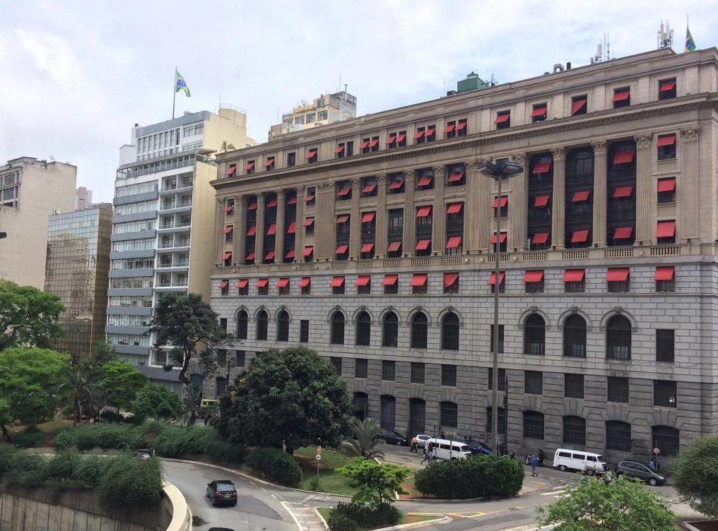 Construído para sediar a Light, prédio virou um shopping center e mantém parte da estrutura original