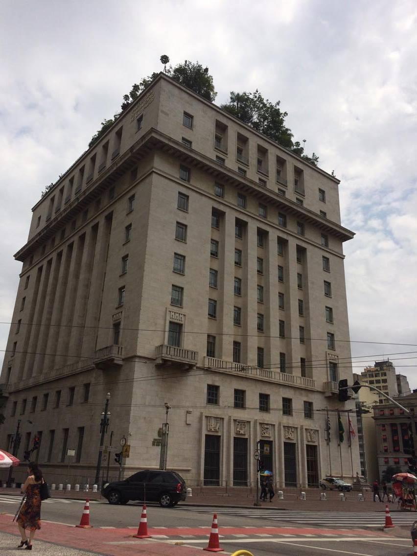Edifício Matarazzo, construído nos anos 1930 como símbolo da riqueza e poder da família de imigrantes italianos que fez fortuna no Brasil