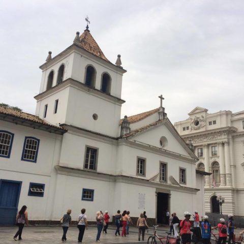 Pátio do Colégio: origem de São Paulo, com os jesuítas, mas o prédio foi reconstruído na década de 1970