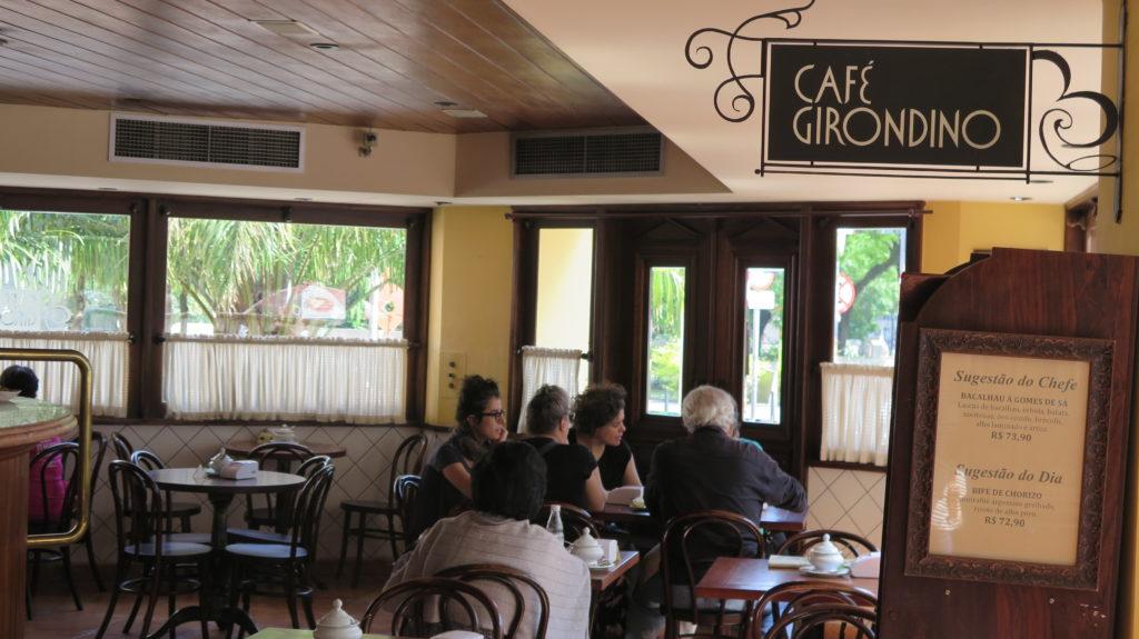 Café Girondino: bar, café e restaurante em instalações do século 21, mas com o charme do passado