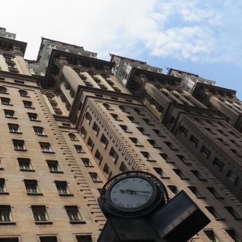 No mesmo ano da quebra da Bolsa de Valores de Nova York, o imigrante italiano Martinelli inaugurou o primeiro arranha-céu da América Latina