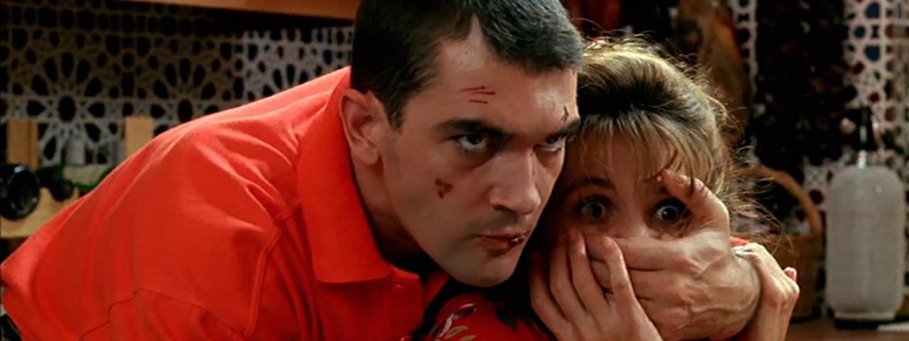 Cena do filme Ata-me, com trilha de Ennio Morricone