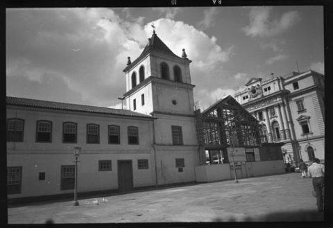 Obras da construção da igreja do Pátio, em 1976/Gomes de Waldemir/Acervo Prefeitura de São Paulo