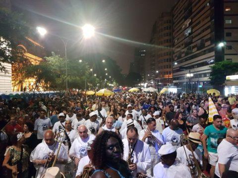 Tem espaço para música tradicional, como a Banda Redonda, desde 1974 na rua