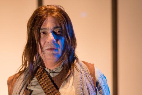 Ivam Cabral, na peça O Incrivel Mundo dos Baldios. Foto: Andre Stefano