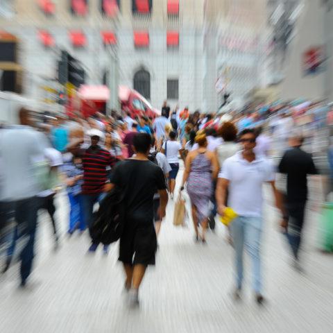 Centro de São Paulo. Pessoas caminham na Praça do Patriarca, em São Paulo. 23/02/2016 Foto: Marcos Santos/USP Imagens