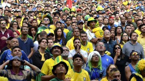Torcida acompanha o jogo do Brasil no Vale do Anhangabaú