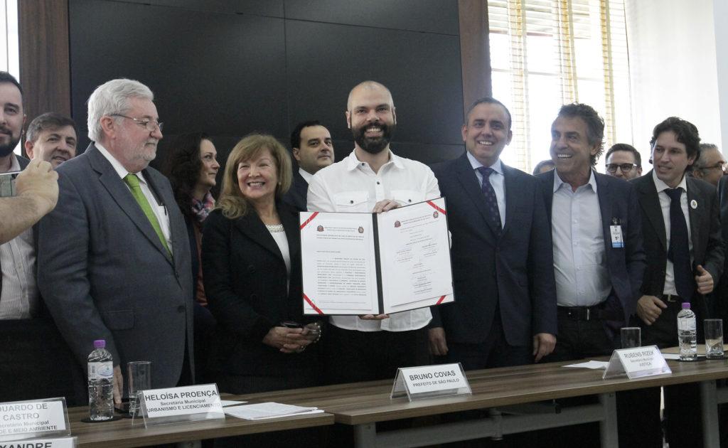 Prefeito Bruno Covas assina o acordo para a criação do Parque Augusta Foto: Heloisa Ballarini/Secom