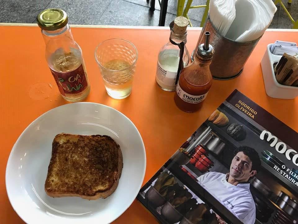 Pão de mandioca artesanal é uma boa pedida para o café da manhã no Mocotó