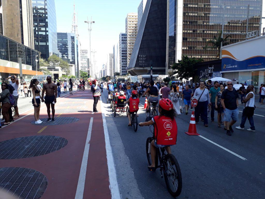 Atividades físicas ao ar livre - Avenida Paulista