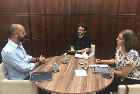Prefeito Bruno Covas em entrevista aos jornalistas Clayton Melo e Denize Bacoccina, do A Vida no Centro