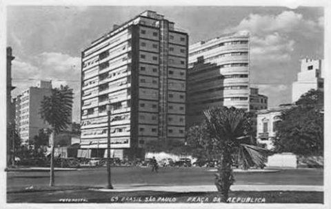 Edifício Esther na época da construção, quando ainda não havia prédios altos na Avenida São Luis