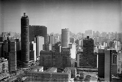 Vista do chamado centro novo em 1970: Edifício Itália, Copan, Eiffel, Hotel Hilton Foto: Edison Aquino/Museu da Cidade de São Paulo
